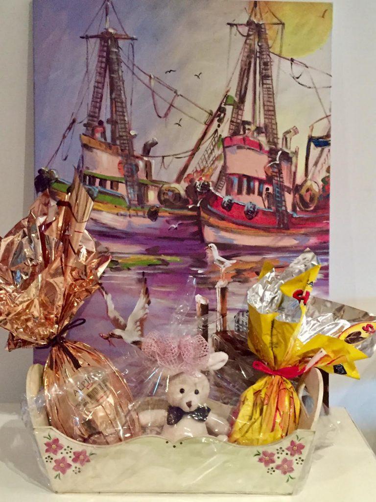 Esta linda cestinha também ganhei de uma amiga especial e minha colega de pintura em madeira (Decoupage), Márcia!!!