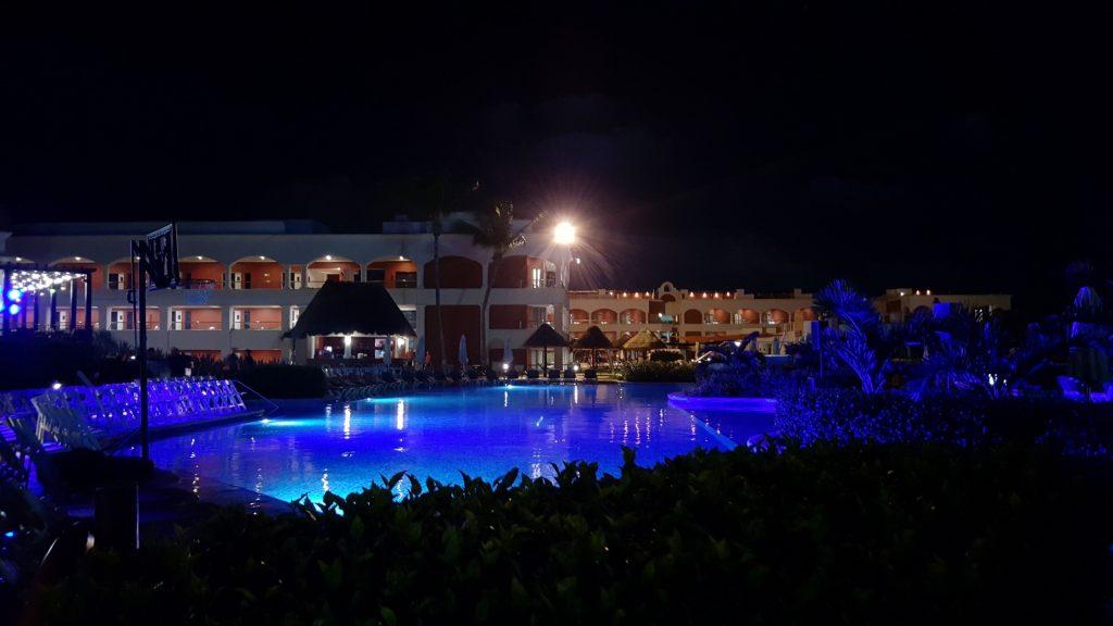 """Este é um visual noturno da nossa """"HACIENDA"""" (Este hotel se chama assim em homenagem a uma fazenda que funcionava aqui no século passado)."""