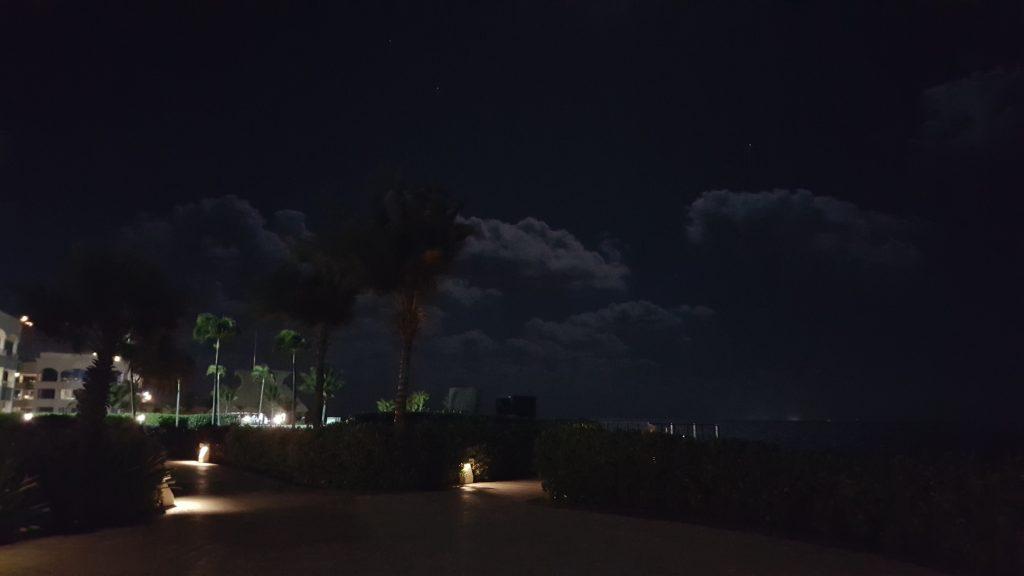 Para manter o romantismo talvez queira passear na praia...