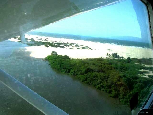 AMEI ver os Lençóis Maranhenses de avião, voando tão baixo, mas os meninos não!!! Enjoaram MUITO!!!