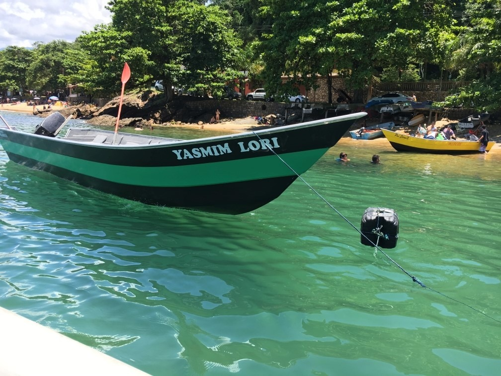 ubatuba praia barco ferias